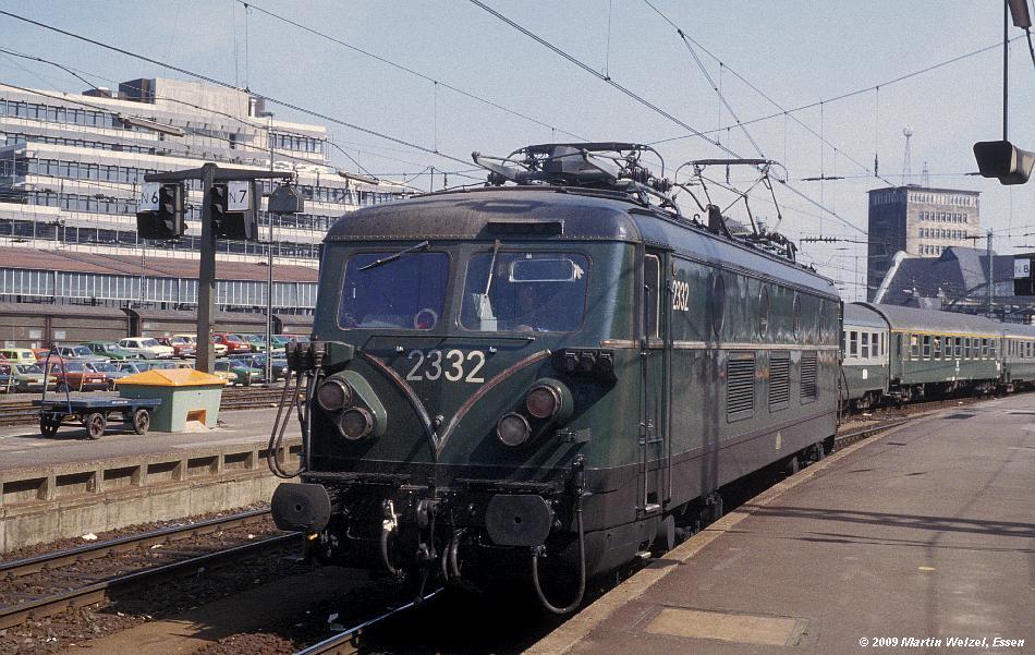 http://www.eisenbahnhobby.de/Aachen/134-27_2332_Aachen_14-8-79_S.JPG
