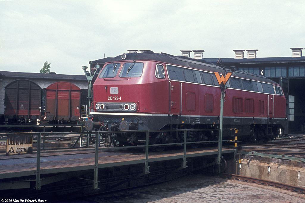 https://www.eisenbahnhobby.de/Aachen/68-12_215123_Aachen-West_1977-06-07_S.jpg