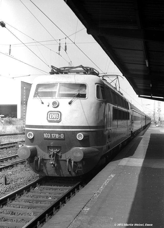 http://www.eisenbahnhobby.de/Aachen/SW587-17_103178_Aachen-West_22-8-74_S.jpg