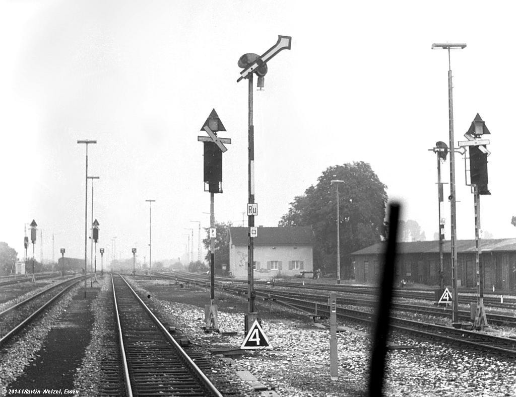 http://www.eisenbahnhobby.de/Allgaeu/SW717-15_SignalC3_Buchloe_14-8-75_S1.jpg