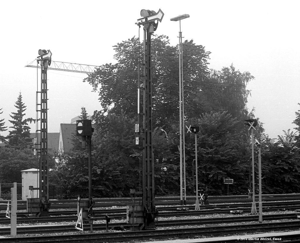 http://www.eisenbahnhobby.de/Allgaeu/SW718-32_SignalC8_Buchloe_14-8-75_S1.jpg