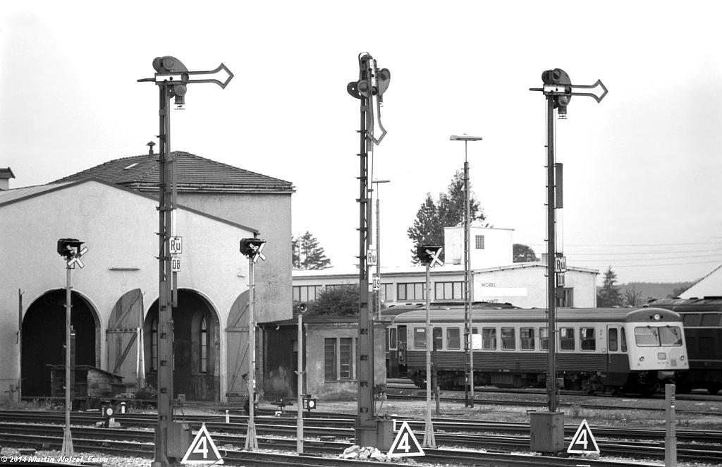 http://www.eisenbahnhobby.de/Allgaeu/SW741-39_SignalD8-D9-D10_Buchloe_21-8-75_S.jpg