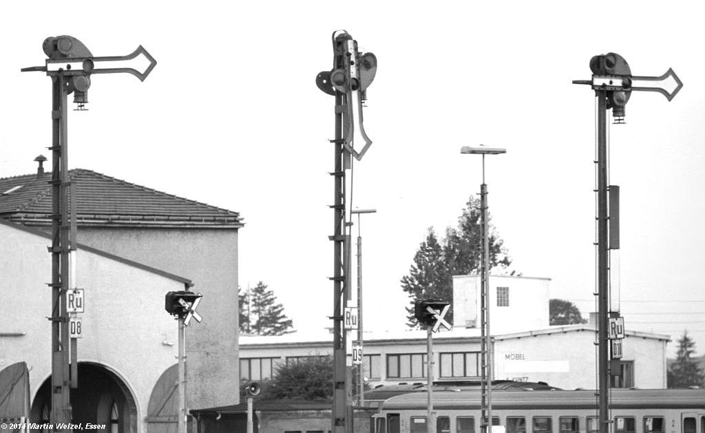 http://www.eisenbahnhobby.de/Allgaeu/SW741-39_SignalD8-D9-D10_Buchloe_21-8-75_S1.jpg