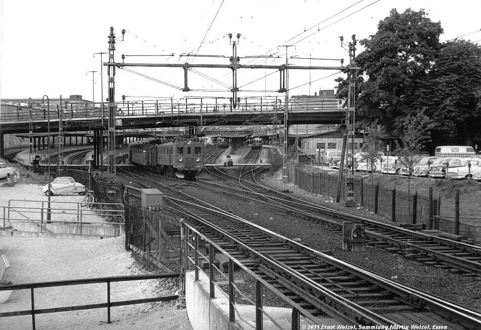 http://www.eisenbahnhobby.de/AlteAlben/1961-09-08_Stockholm_Bahnhof_Du_S.jpg