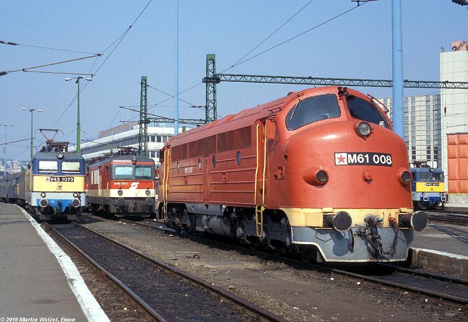 http://www.eisenbahnhobby.de/Budapest/254-47_V43-1073_1146-001_M61-008_V43-1371_Bp-Deli_19-9-89_S.JPG