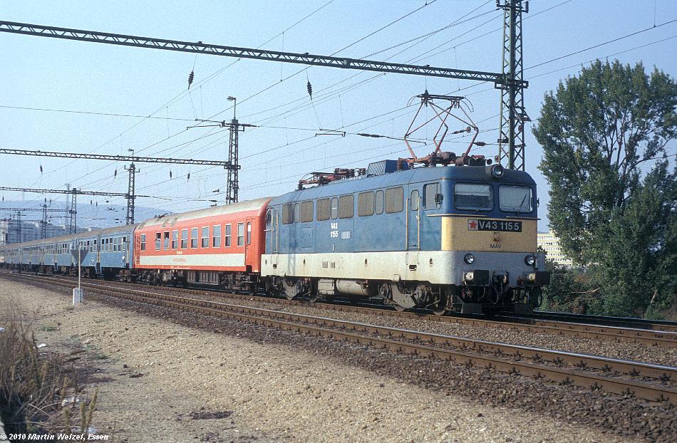 http://www.eisenbahnhobby.de/Budapest/255-50_V43-1155_Bp-Kelenfoeld_21-9-89_S.JPG