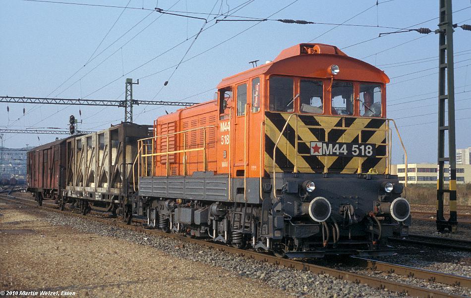 http://www.eisenbahnhobby.de/Budapest/256-10_M44-518_Bp-Kelenfoeld_21-9-89_S.JPG