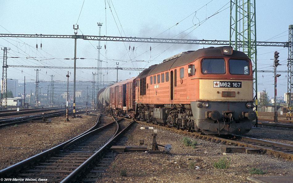 http://www.eisenbahnhobby.de/Budapest/256-11_M62-167_Bp-Kelenfoeld_21-9-89_S.JPG