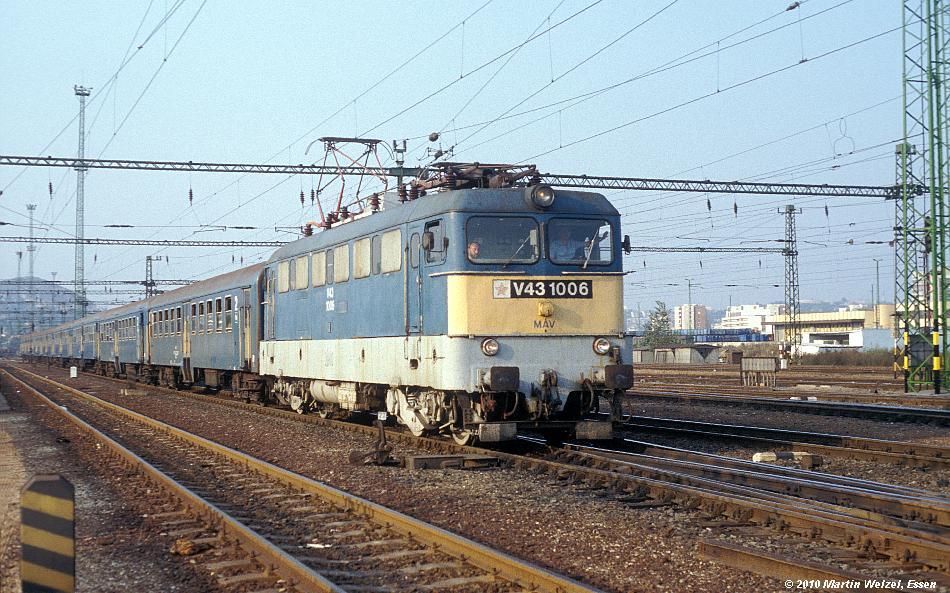http://www.eisenbahnhobby.de/Budapest/256-12_V43-1006_Bp-Kelenfoeld_21-9-89_S.JPG