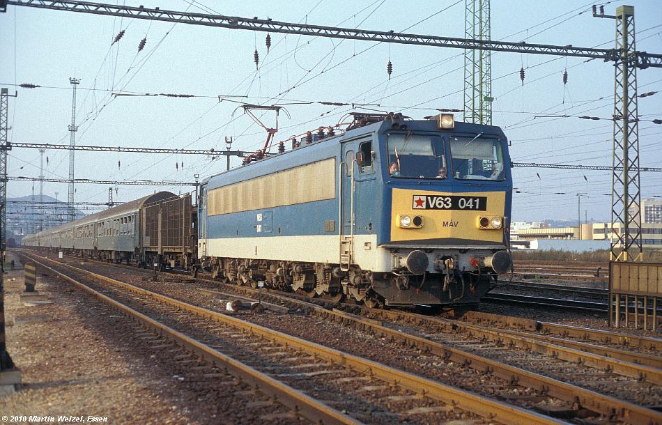 http://www.eisenbahnhobby.de/Budapest/256-15_V63-041_Bp-Kelenfoeld_21-9-89_S.JPG