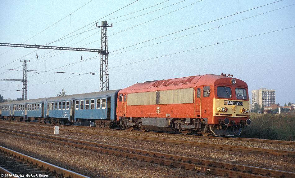 http://www.eisenbahnhobby.de/Budapest/256-18_M41-2101_Bp-Kelenfoeld_21-9-89_S.JPG
