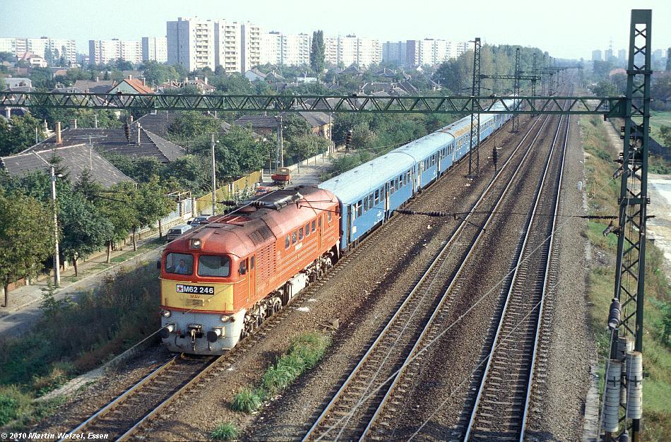 http://www.eisenbahnhobby.de/Budapest/256-2_M62-246_Bp-Kelenfoeld_21-9-89_S.JPG