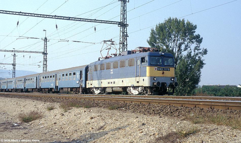 http://www.eisenbahnhobby.de/Budapest/256-3_V43-1176_Bp-Kelenfoeld_21-9-89_S.JPG