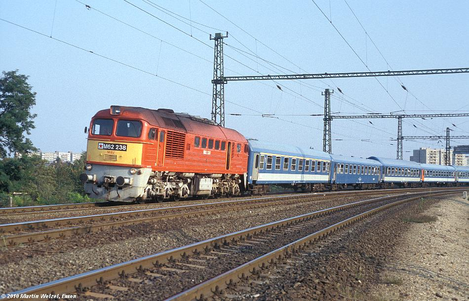 http://www.eisenbahnhobby.de/Budapest/256-5_M62-238_Bp-Kelenfoeld_21-9-89_S.JPG