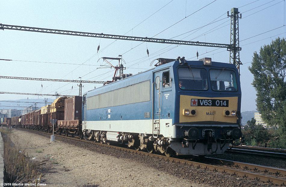 http://www.eisenbahnhobby.de/Budapest/256-6_V63-014_Bp-Kelenfoeld_21-9-89_S.JPG