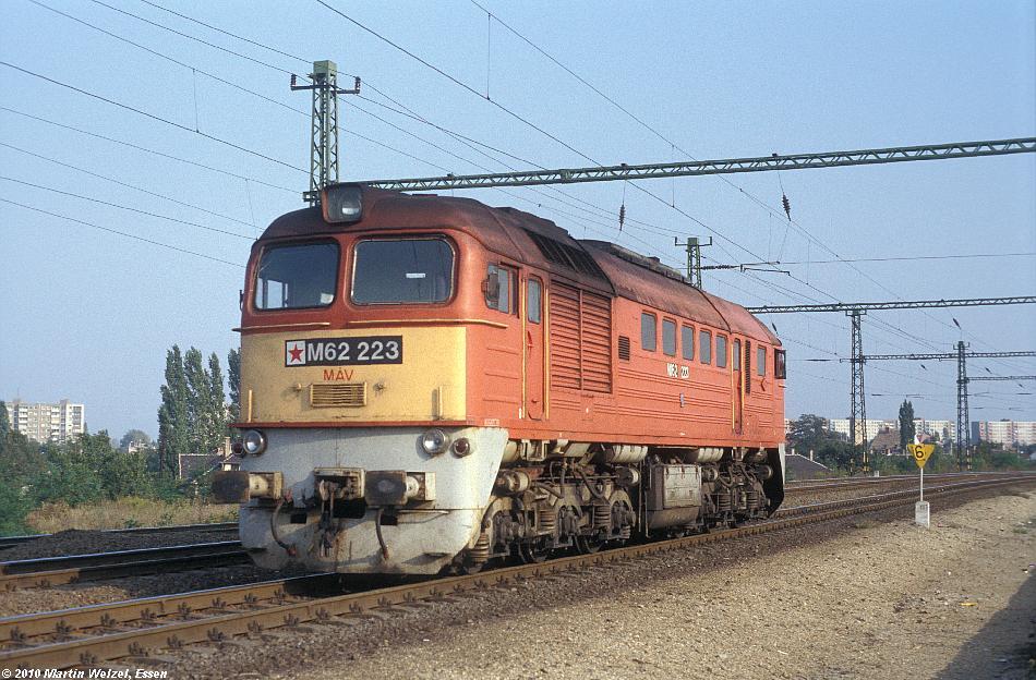 http://www.eisenbahnhobby.de/Budapest/256-7_M62-223_Bp-Kelenfoeld_21-9-89_S.JPG