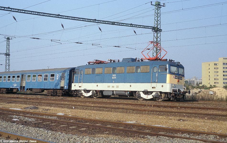http://www.eisenbahnhobby.de/Budapest/256-8_V43-1234_Bp-Kelenfoeld_21-9-89_S.JPG
