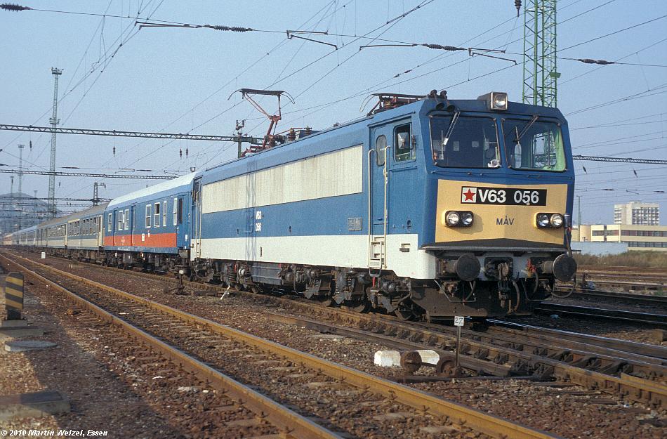 http://www.eisenbahnhobby.de/Budapest/256-9_V63-056_Bp-Kelenfoeld_21-9-89_S.JPG