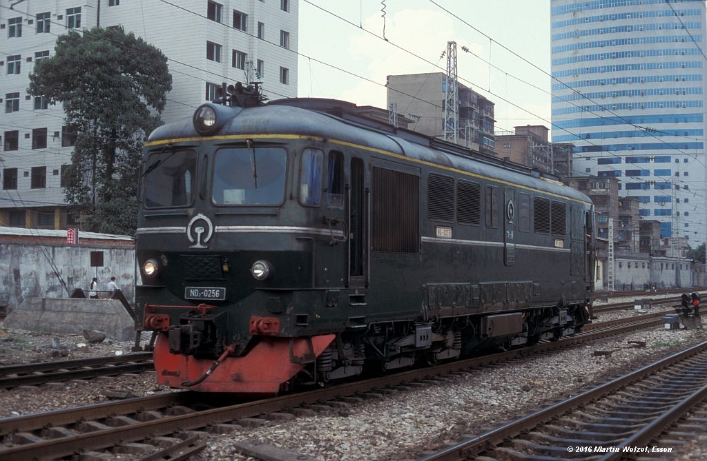 http://www.eisenbahnhobby.de/China/382-26_ND2-0256_ZhuzhouHbf_12-9-99_S.jpg
