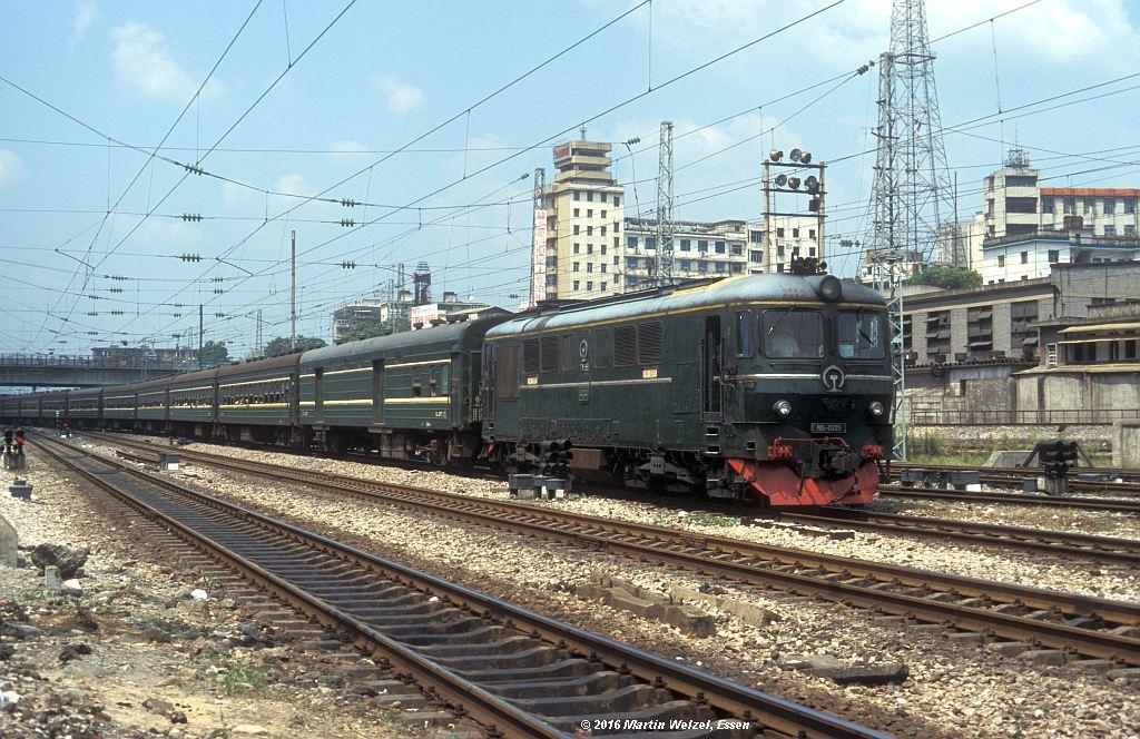http://www.eisenbahnhobby.de/China/382-34_ND2-0225_ZhuzhouHbf_12-9-99_S.jpg