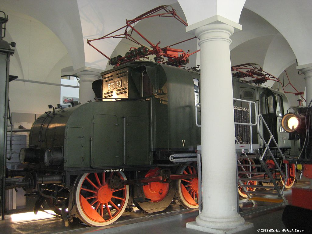 http://www.eisenbahnhobby.de/Dresden/Z2566_E71-30_VMDresden_18-10-12_S.jpg