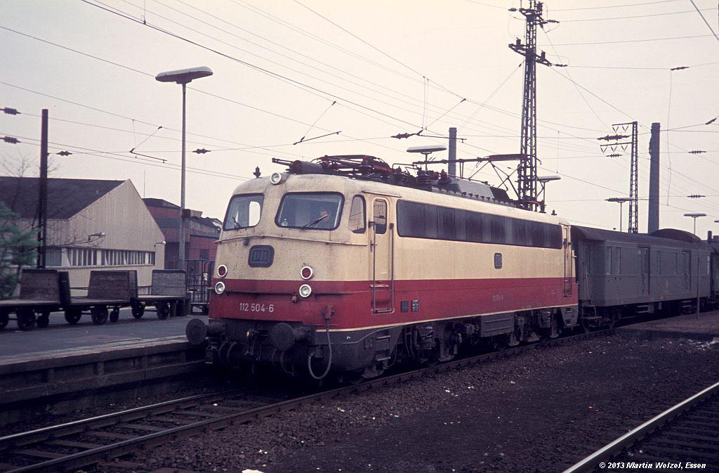http://www.eisenbahnhobby.de/Duesseldorf/28-34_112504_DuesseldorfHbf_16-5-75_S.jpg