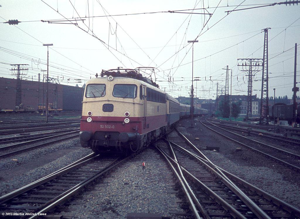 http://www.eisenbahnhobby.de/Duesseldorf/28-35_112502_DuesseldorfHbf_16-5-75_S.jpg