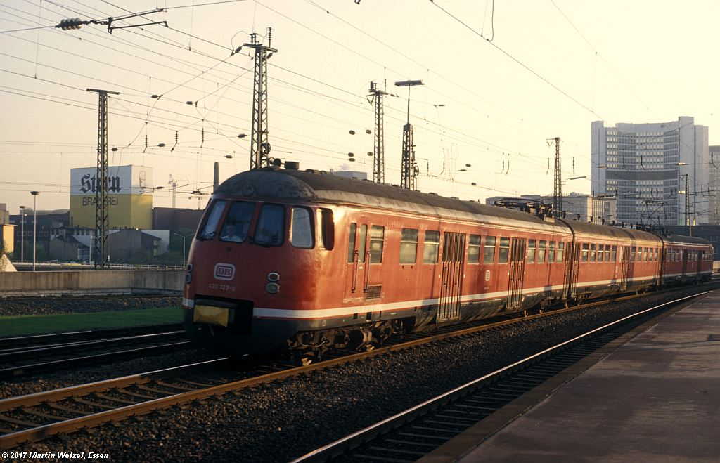 http://www.eisenbahnhobby.de/Essen/152-41_430123_EssenHbf_12-5-80_S.jpg