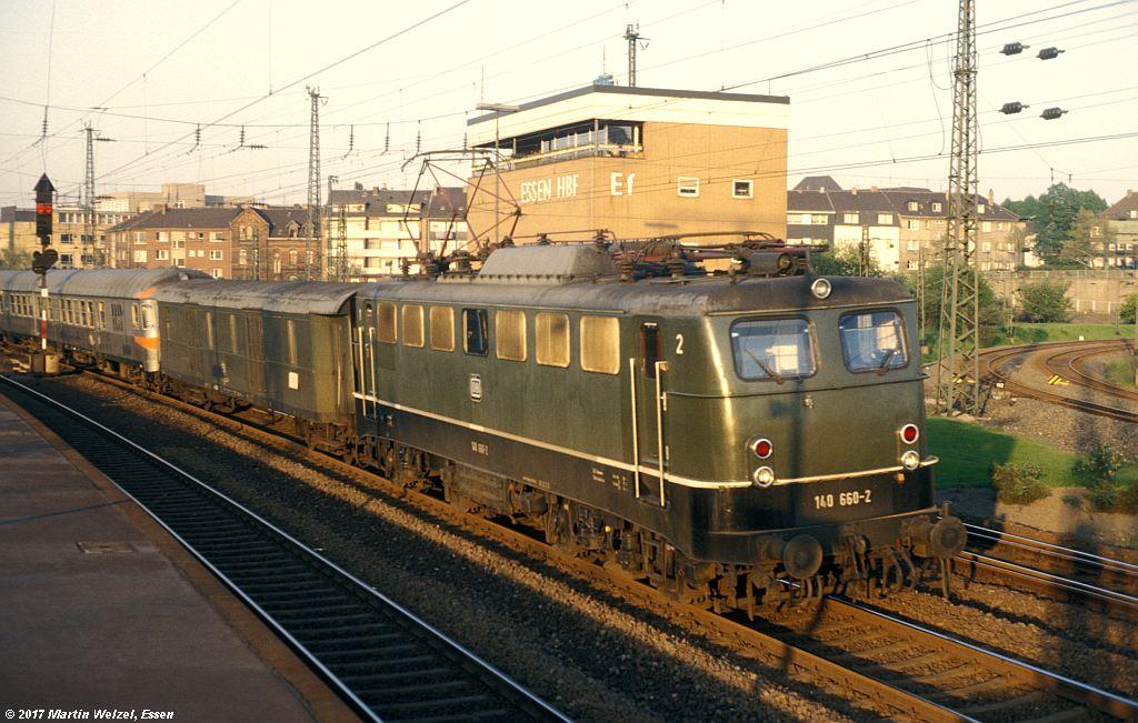 http://www.eisenbahnhobby.de/Essen/152-44_140660_EssenHbf_12-5-80_S.jpg