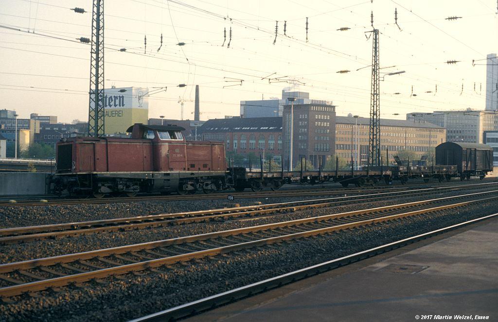 http://www.eisenbahnhobby.de/Essen/152-45_212283_EssenHbf_12-5-80_S.jpg