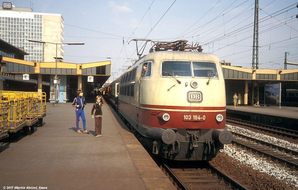http://www.eisenbahnhobby.de/Essen/154-40_103164_EssenHbf_16-5-80_S.jpg