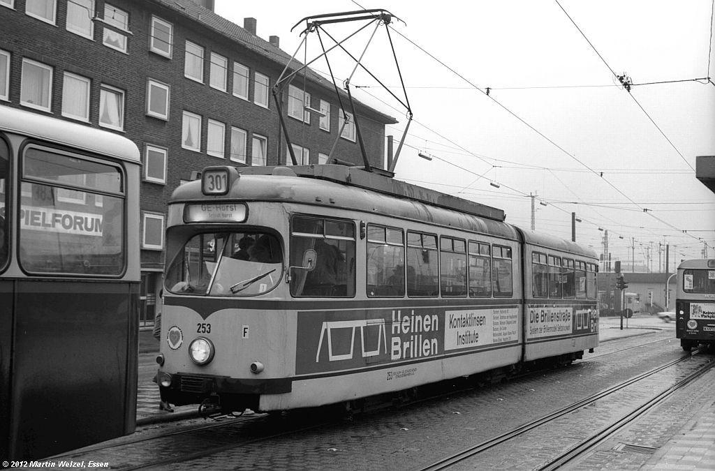 http://www.eisenbahnhobby.de/Gelsenkirchen/SW1013-17_BGS253_GelsenkirchenHbf_30-1-82_S.jpg