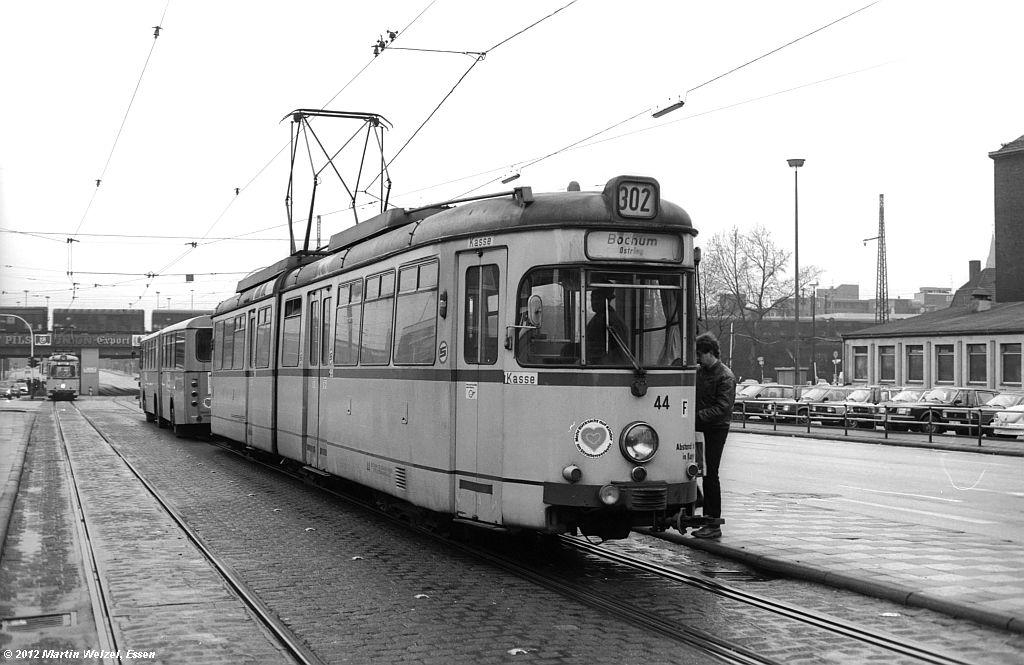 http://www.eisenbahnhobby.de/Gelsenkirchen/SW1013-25_BGS44_GelsenkirchenHbf_30-1-82_S.jpg
