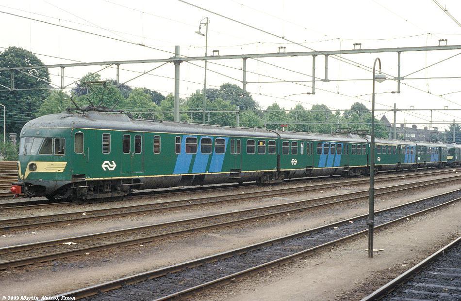 http://www.eisenbahnhobby.de/Holland/128-32_BDk660_Maastricht_15-7-79_S.JPG