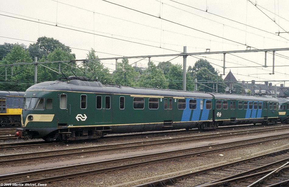 http://www.eisenbahnhobby.de/Holland/128-35_ABDk275_Maastricht_15-7-79_S.JPG