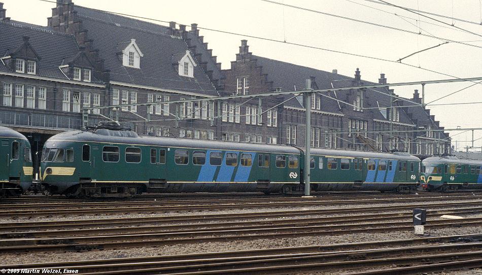 http://www.eisenbahnhobby.de/Holland/128-38_Bk275_Maastricht_15-7-79_S.JPG