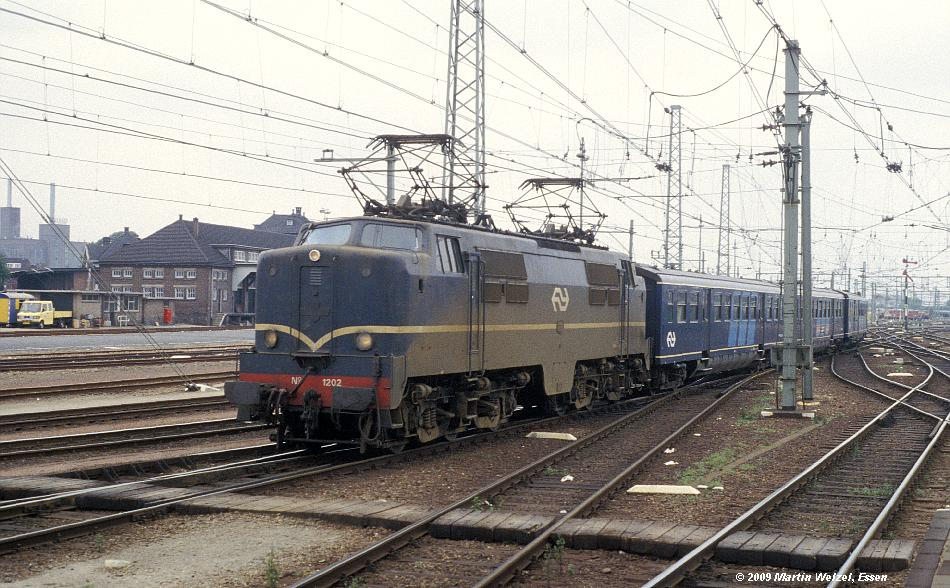 http://www.eisenbahnhobby.de/Holland/128-43_1202_Maastricht_15-7-79_S.JPG