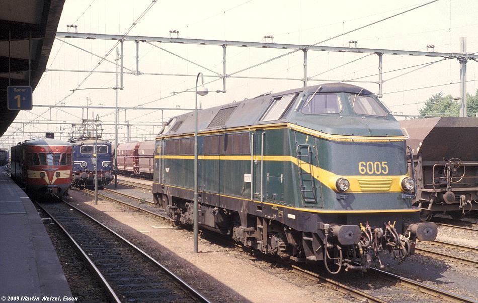 http://www.eisenbahnhobby.de/Holland/129-25_48_1118_6005_Maastricht_18-7-79_S.JPG