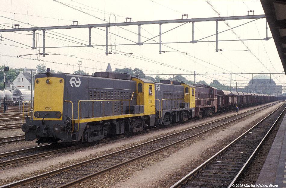 http://www.eisenbahnhobby.de/Holland/129-3_2206_2305_2352_Maastricht_18-7-79_S.JPG