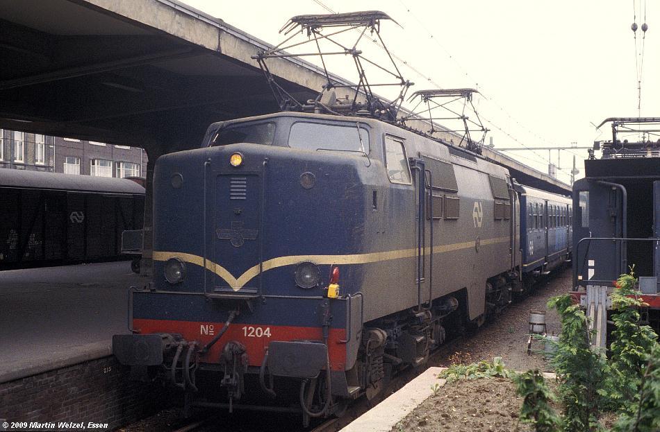 http://www.eisenbahnhobby.de/Holland/134-13_1204_Maastricht_12-8-79_S.JPG