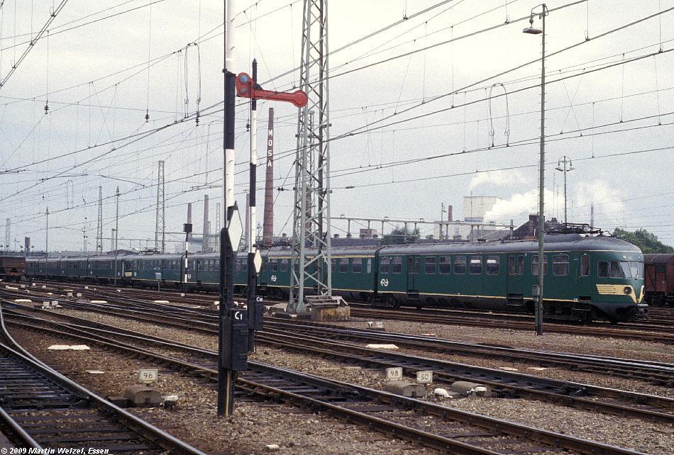http://www.eisenbahnhobby.de/Holland/134-50_Bk688_Maastricht_28-8-79_S.JPG