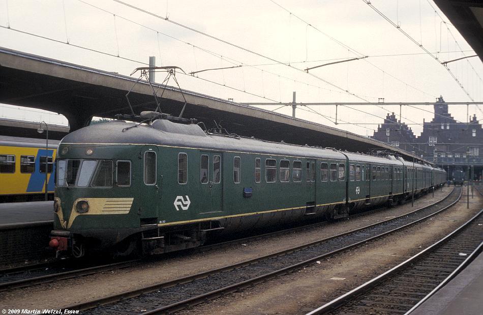 http://www.eisenbahnhobby.de/Holland/135-10_BDk702_Maastricht_28-8-79_S.JPG
