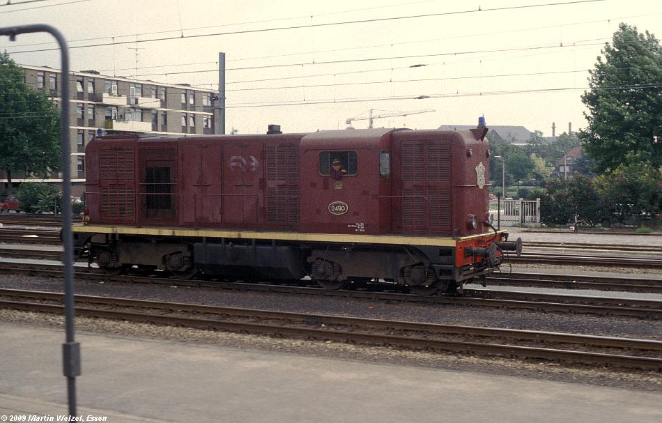 http://www.eisenbahnhobby.de/Holland/135-14_2490_Roermond_28-8-79_S.JPG