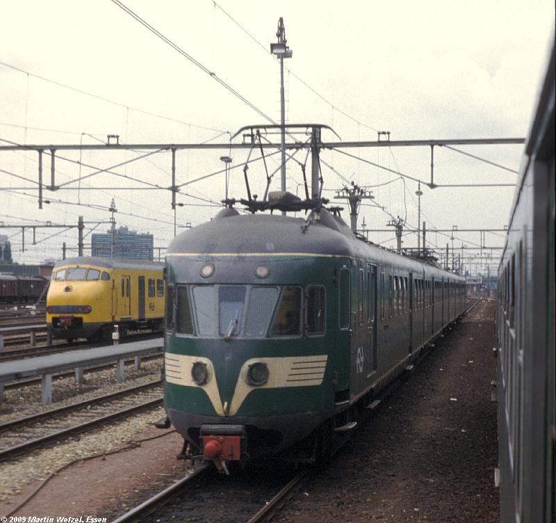 http://www.eisenbahnhobby.de/Holland/135-15_BDk705_Eindhoven_28-8-79_S.JPG