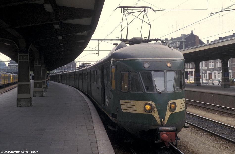 http://www.eisenbahnhobby.de/Holland/135-6_BDk702_Maastricht_28-8-79_S.JPG