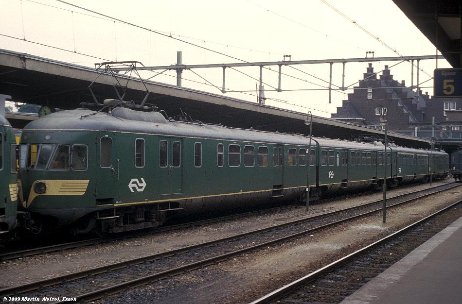 http://www.eisenbahnhobby.de/Holland/135-9_BDk643_Maastricht_28-8-79_S.JPG
