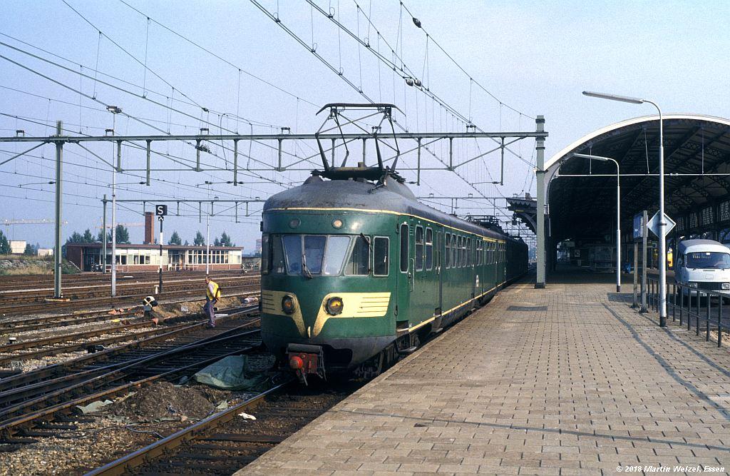 http://www.eisenbahnhobby.de/Holland/137-12_Bk662_Nijmegen_10-9-79_S.jpg