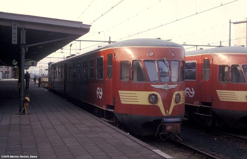 http://www.eisenbahnhobby.de/Holland/142-12_ABD47_Heerlen_1980-01-27_S.jpg