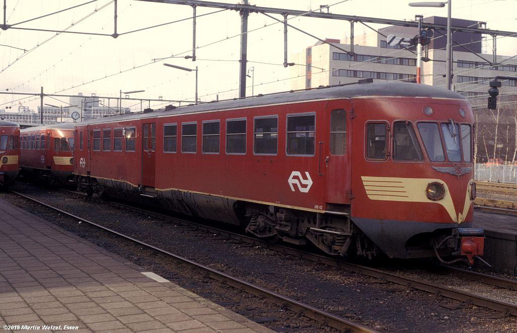 http://www.eisenbahnhobby.de/Holland/142-13_ABD42_Heerlen_1980-01-27_S.jpg