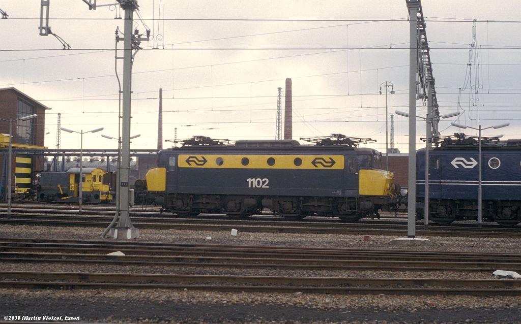 http://www.eisenbahnhobby.de/Holland/142-32_1102_Maastricht_1980-01-27_S.jpg